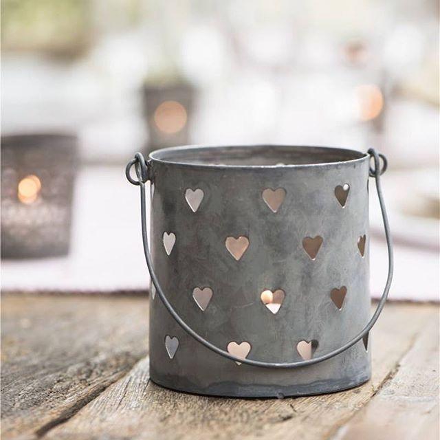 Habt einen guten Start ins Wochenende ☀️#teelicht #windlicht #zink #iblaursen #herzchen #homedecor #decorandmorestore #wohnaccessoires #deko #scandinavianhome #scandinavianliving #hygge #danishdesign #hearts #enjoythelittlethings #shoponline #decorandmore #geschenkidee #geschenk #schöneswochenende