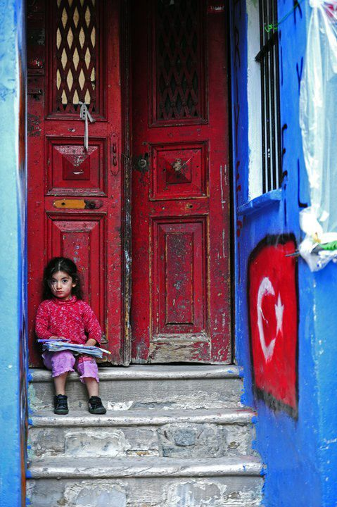 The red door Istanbul www.crazyIstanbul.com by www.thecrazycities.com