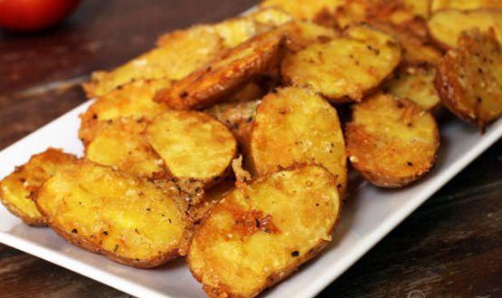 Πανεύκολες πατάτες ψητές με κρούστα παρμεζάνας