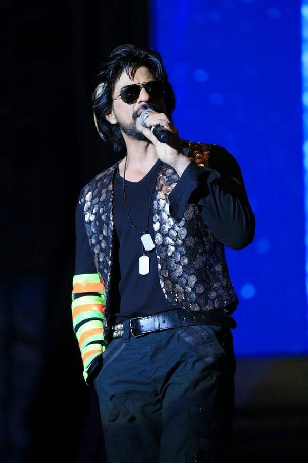 Embedded image permalink-watch Shah Rukh Khan's entry at AccessAllArea's in Dubai.