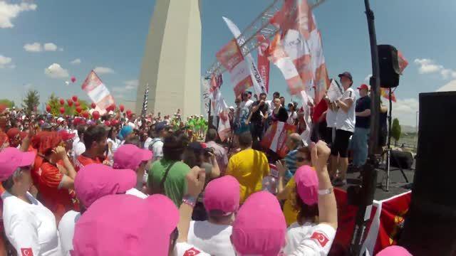 """Kurumlarararası Dragon Festivali, Ankara 14 Haziran 2014 * Takımı Çoşturmak * Sn. Canan Perdahlı Kaptanlığında """"Genç Amazonlar"""" Dragon Boat Takımı"""