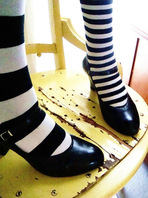 Olivia Bradstreet: Cute Shoes, Stripes Tights, Mis Matching Socks, Shoes Fashion, Chairs Stripes, Legs Shoes, Stripes Socks, Stripes Girls, Shoes Heels