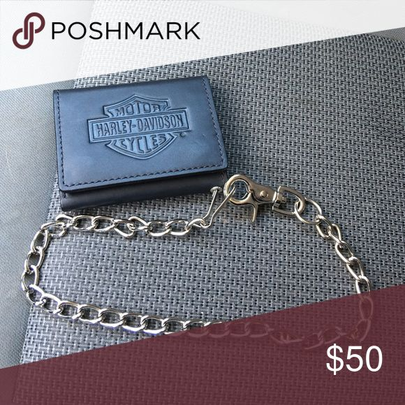 Harley Davidson Wallet with detachable chain In great condition, genuine full grain leather. Can be used with or without the chain. Offers welcome  Harley-Davidson Accessories