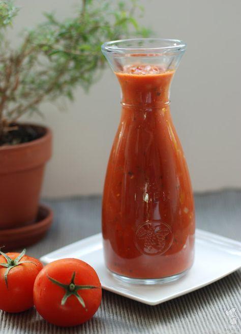 Vandaag deel ik met jullie mijn basissaus voor tomatensaus. Het valt me op dat veel mensen nog altijd snel grijpen naar een kant-en-klaarsaus uit de supermarkt, terwijl het zoveel lekkerder (en mak…