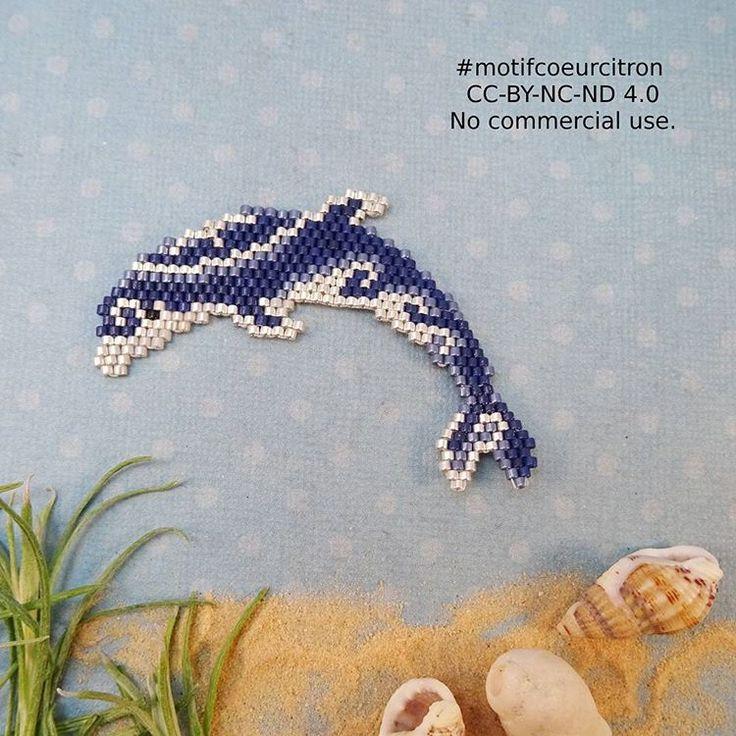 Petit dauphin inspiré d'un tatouage polynésien, pour aller avec ma tortue, réalisée pour le defi avec @perlesandco et @lili_azalee Bon dimanche! #dauphin #mer #sea #polynesie #tatouage #maritime #motifcoeurcitron #jenfiledesperlesetjassume #perlesaddict #