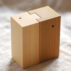 Salt & paper shakers designed by Makoto Koizumi. salt pepper shakers wood