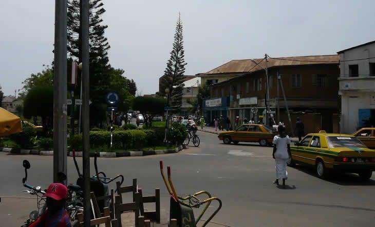 Gambie: Banjul toujours isolée après le coup d'état manqué - 31/12/2014 - http://www.camerpost.com/gambie-banjul-toujours-isolee-apres-le-coup-detat-manque-31122014/?utm_source=PN&utm_medium=CAMER+POST&utm_campaign=SNAP%2Bfrom%2BCamer+Post