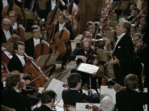 """""""Die dag - want het was in de praktijk altijd één specifieke dag - was in inslagkracht verwant aan de opening van het slotdeel van Mahlers Eerste""""."""