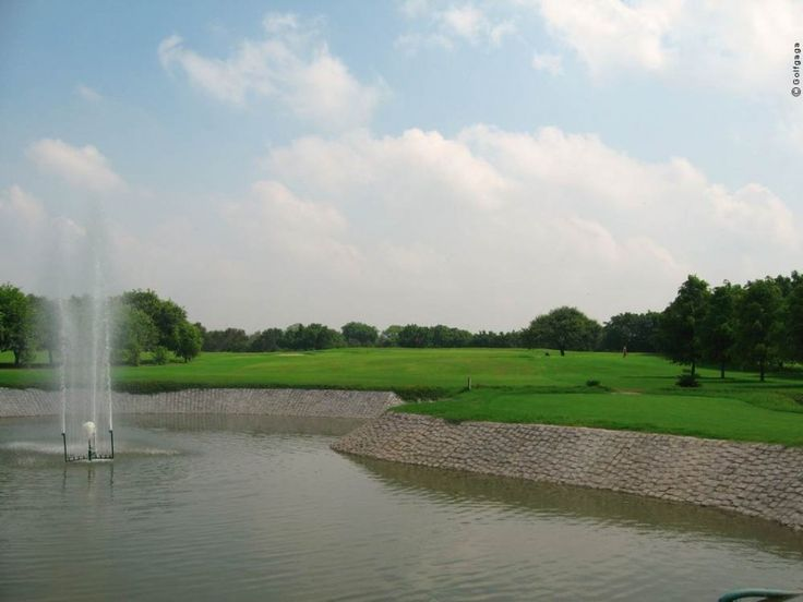 Large Green Yard With Ponds And Fountains ~ http://lanewstalk.com/making-use-of-large-green-yard/