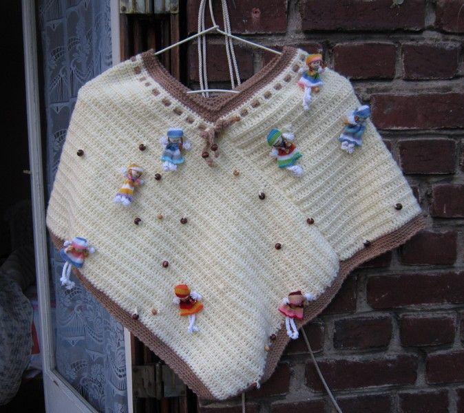 DOLL : Un autre joli modèle  : le poncho 2 rectangles, au crochet ou au tricot! Niveau débutante!