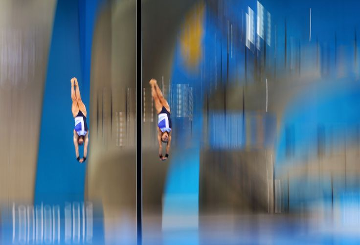 Sarah Barrow and Tonia Couch of Great Britain compete in the Women's Synchronised 10m Platform Diving on Day 4 of the London 2012 Olympic Games at the Aquatics Centre on July 31, 2012 in London, England. (Photo by Al Bello/Getty Images)