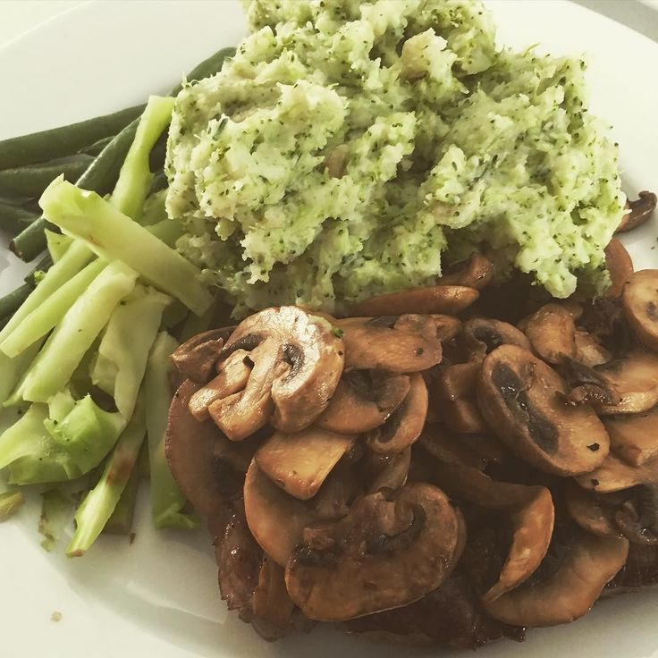 #eatathome #homecooked yummy steak with cheesy chive mash. So good and so full! Thanks @hellofreshau