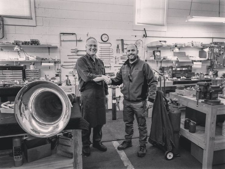 """55 Me gusta, 3 comentarios - Miguel Tiendastoreplay Luthier (@tiendastoreplay) en Instagram: """"Whit Dana Hofer. Great guy! Regards!  Con Dana Hofer en Chicago. Gran Profesional!  Saludos"""""""