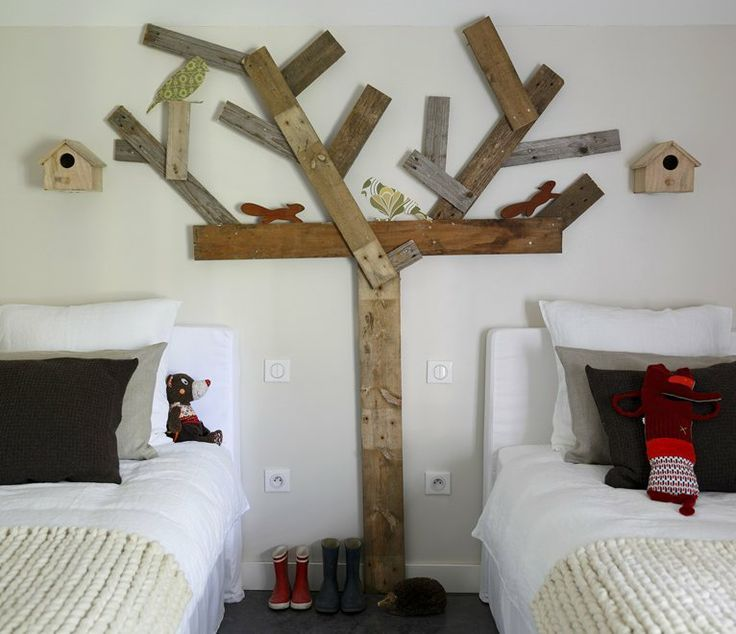 Recycled tree wall motif
