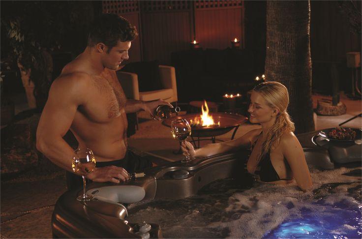 Pour nous ce soir c'est champagne et spa ! Et vous c'est quoi le programme ?  www.aquilus-spas.com