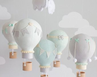 Hot Air Balloon Baby Mobile roze en grijs door sunshineandvodka