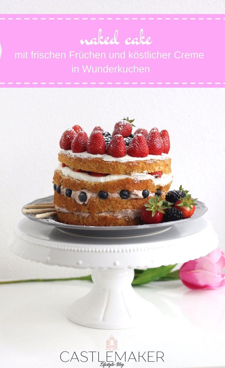 Leckere helle Schokocreme zwischen Böden aus Wunderkuchen und mit vielen frischen Früchten wie Erdbeeren, Heidelbeeren, Brombeeren und Himbeeren. Einfach lecker. Das Rezept gibt es auf meinem Blog: Wunderkuchen mit Erdbeermilch, Früchtetorte Torte mit Erdbeeren layer cake