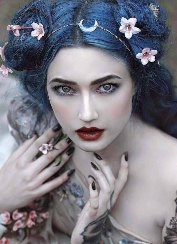 Mystic Beauty! So könnte Azur aussehen. Weil ihr Haar von Geburt an blau ist, w… – Haarpflege Frisuren