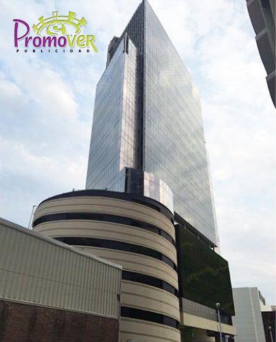 Torre Américas: Oficinas en Torre Américas de 204 m2, incluye 2 cajones de estacionamiento y mantenimiento, vista al mar. Renta: $70,000. Inf.2291522894 / 9351642 Spacios Inmobiliaria