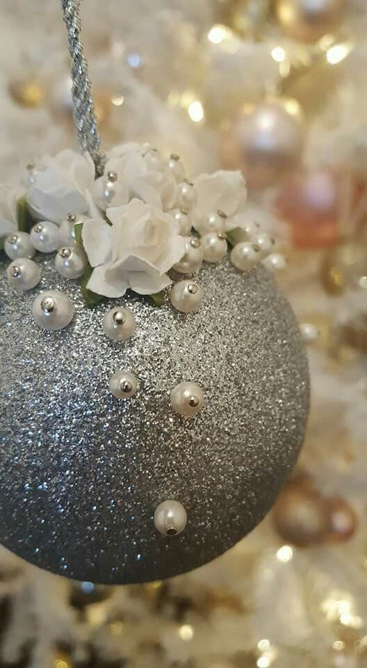 Ooooh...silver glitter and white pearls.... ornaments 2016