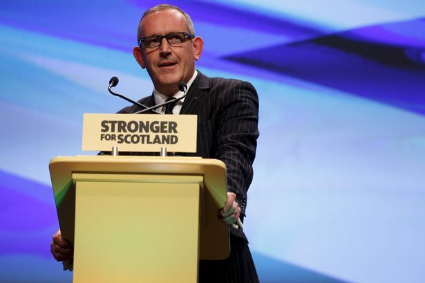 SNP Stewart Hosie causes chaos on Twitter after he claims Forth Road Bridge diversions are 'working well' - Daily Record