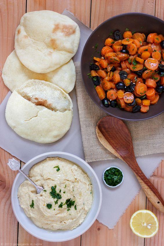 Pita, hummus and carrot salad /by giro vegando in cucina #vegan #recipe