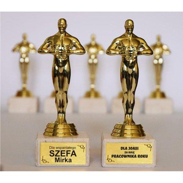 Statuetka przypominająca Oscara to zabawny gadżet np. dla szefa z okazji jubileuszu firmy