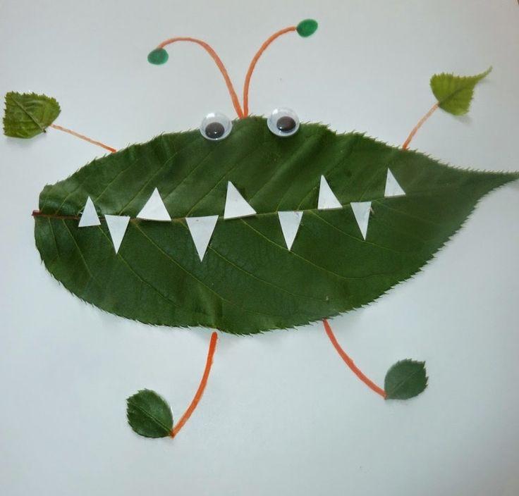 Ungeheuer aus Herbstblätter und mit Wackelaugen