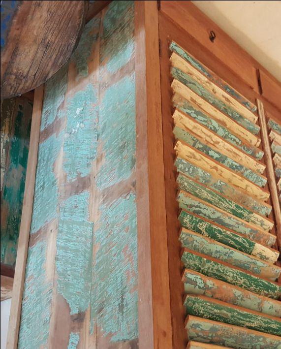 Kleding Kast uit Indonesia 180 hoog 57 diep 128 breed top kwaliteit Teak hout met 2 lade.s Hang gedeelte en leg planken