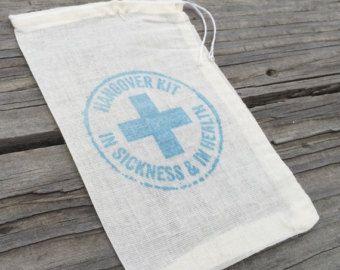 Ähnliche Artikel wie 10 Kater-Kits, Kater Taschen, Hochzeit Willkommen Tasche begünstigt, Hochzeit Kater Kits, Spezialausrüstung, Survival kits auf Etsy