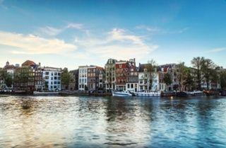 Huis kopen in Amsterdam of Zaandijk: de verschillen https://blog.eyeopen.nl/huis-kopen/huis-kopen-in-amsterdam-of-zaandijk-de-verschillen