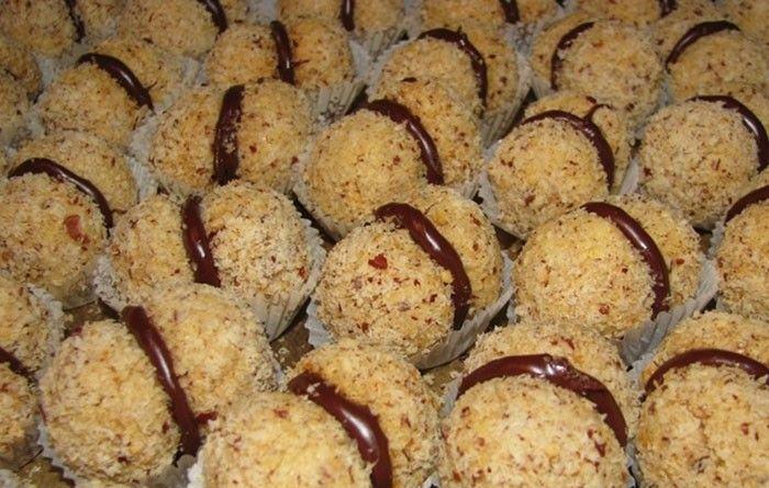 Křupavé ořechové cukroví Tento recept je z roku 1973 pokud nevznikl ještě dříve. Už tehdy věděli, že péct jednoduše a chutně je to pravé ořechové.
