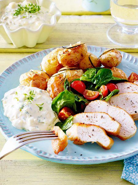 Ofenkartoffeln mit Kresse-Remoulade und Salat