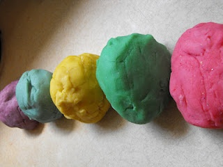 Homemade Playdough (No Cream of Tartar Needed!)1 cup flour 1/4 cup salt