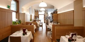 Slightly more sophisticated is the Dom Beisl by St. Stephen's Cathedral, which has served refined French-Viennese-Mediterranean cuisine under Harald Riedl since summer 2012.