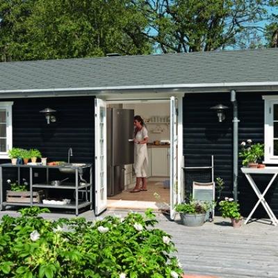 Et sommerhus er en perfekt chance for at bo anderledes end derhjemme. Det ved Caroline Lykken alt om.    #cottage #denmark