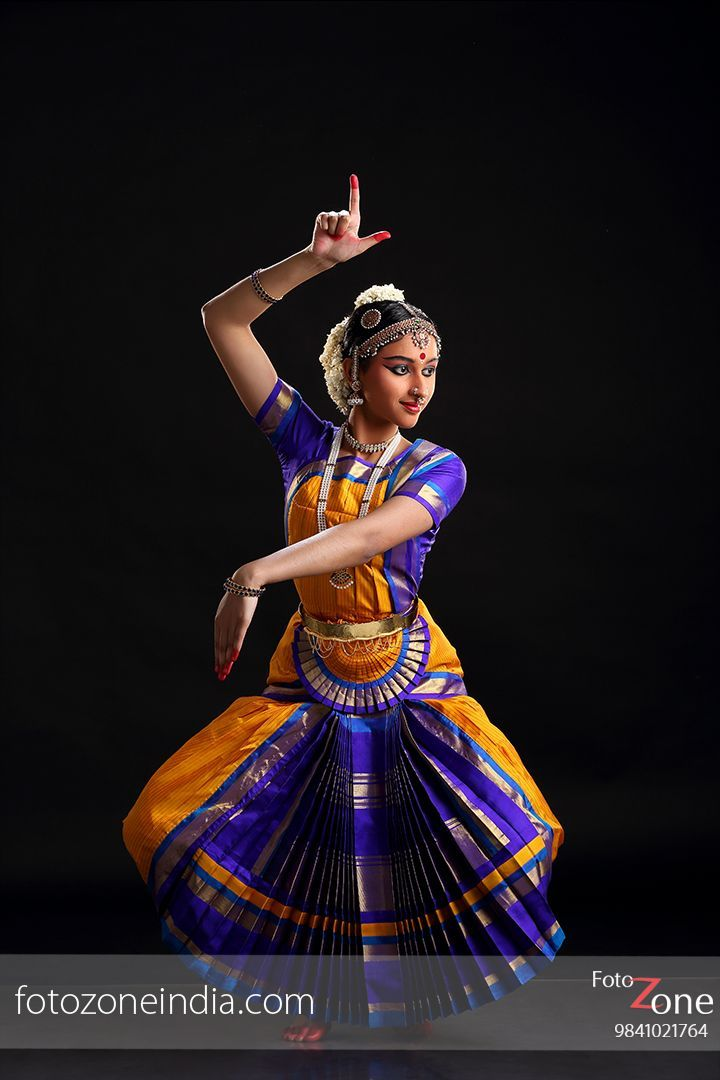 Bharatanatyam Pre Arangetram Photography Google Search Bharatanatyam Poses Dance Photography Poses Indian Dance