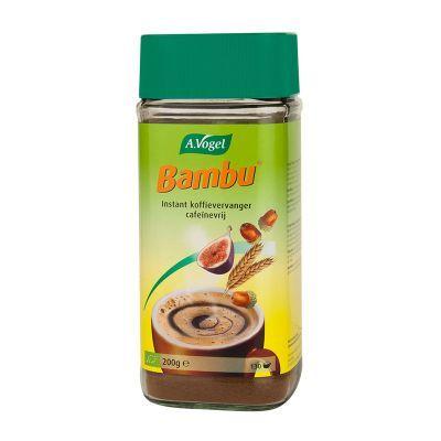 A.Vogel Bambu is een 100% natuurlijke koffievervanger gemaakt van chichorei, Turkse vijgen, tarwe, gemoute gerst en Griekse eikels. Een lekker en gezond kopje koffie voor elk moment dus. U kunt Bambu met een gerust hart voor het slapen drinken. Doordat het geen cafeïne bevat, beïnvloedt deze koffie de slaap niet. •De koffievervanger heeft een minder verzurend effect, waardoor hij niet vervuilend voor het lichaam is. Bambu koffie wordt nóg lekkerder als u het combineert met hete melk. Dit…
