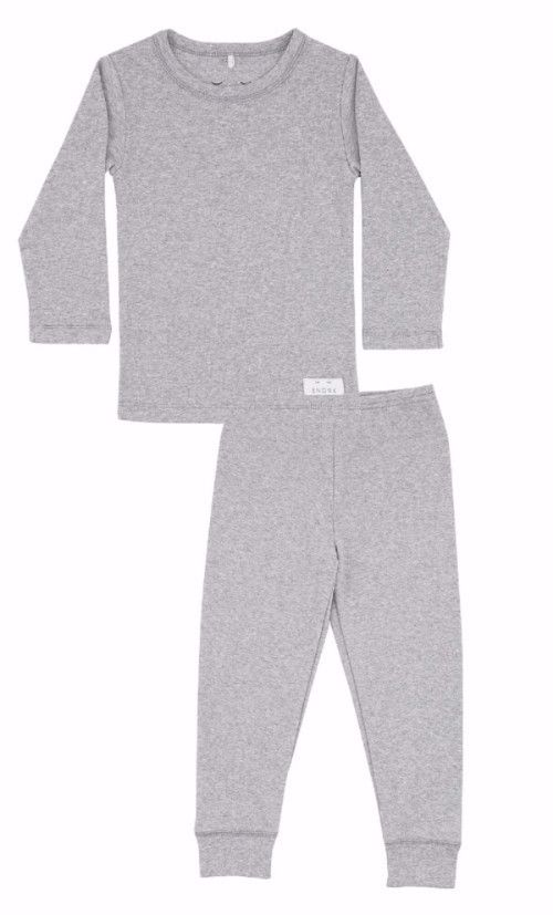 Spoil your little one with this cosy and super soft pyjamas in 100% organic cotton in a beautiful cosy grey. All SNORK nightwear is made with pure, organic cotton which assures you of a natural product without harmful chemicals. Our clothes are also perfect as relaxing homewear when the weekend invites you to slow things down and take it easy. Material: 100% organic cotton