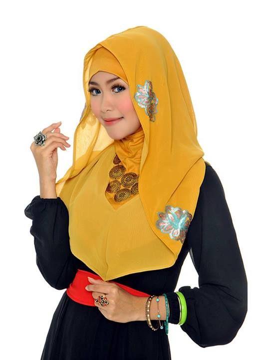 D'style Hijab hadir dengan Hijab Pesta Instant, Bahan dasarnya adalah Chiffon dikombinasikan dengan Sequined bermotif bunga sebagai hiasan exclusive. CHIFFON SEQUINED HODDIE-MUSTARD Type : Hodie , Reversible, Inner Excluded Material : Sequined Chiffon Price : IDR 125.000 Order : Pin BB 2A26B0A1 SMS 0823 1872 8888 KOLEKSI LENGKAP: - http://pusatjilbabinstant.blogspot.com/ - https://www.facebook.com/pages/Pusat-Busana-Muslim-Modern-from-Dstyle-Group/519033388138429 Happy Shopping Thank You ^_^