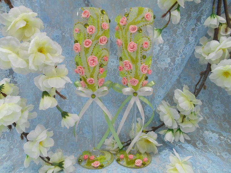 """Бокалы """"Пробуждение"""".Декор: розы из пластики-цвет розовый, микробисер, накладные листики, стразы, бантик- цвет светло-зеленый. Авторский  рисунок"""