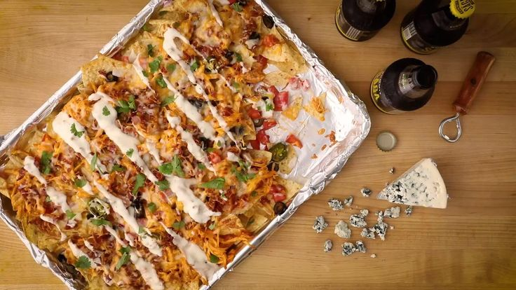Kickin' Buffalo Chicken Nachos     Use Ranch instead of Blue Cheese.