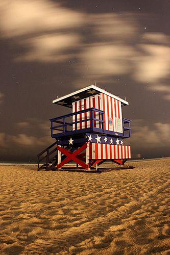 Miami Beach Hut at night - USA #sixt #sixtmiami #miamibeach http://sixt.info/Miami_pinterest_14
