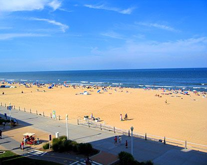 I've wanted to visit this place for a while.  Virginia Beach VA- a premier East Coast vacation spot and offers visitors the opportunity to soak in the sweet Southern sunshine and play in the fantastic surf.
