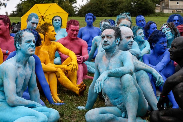 Happening es toda experiencia teatral que parte de la ecuación provocación-participación-improvisación. Tiene su origen en la década de 1950 y se considera una manifestación artística multidisciplinaria. Aunque se han ...