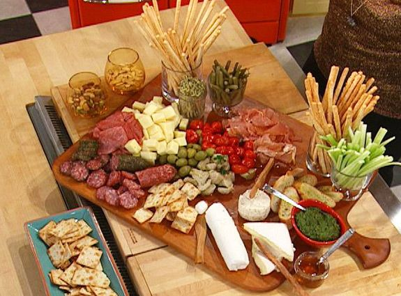 ~a pretty way to display an appetizer, and the best part is that you just have to open everything instead of cooking all day~ Antipasto Platter