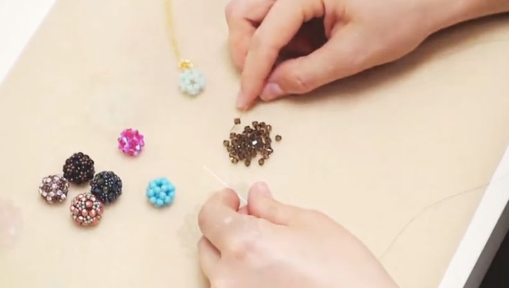 In this Beadaholique video, Andrea shows us how to make a ornate beaded bead using right angle weave and the two needle method.