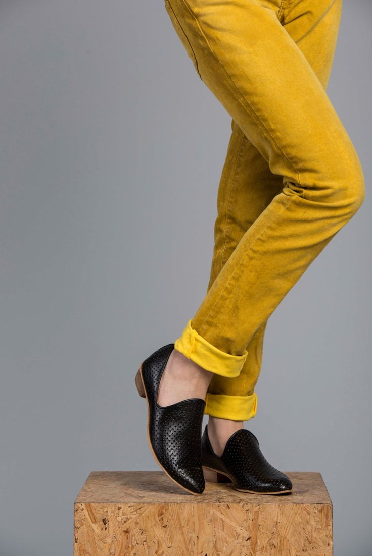 Flat Black Leather Shoes / Women Shoes / Every Day Shoes / Textured Leather Shoes / Comfortable Shoes / Wooden Heels Shoes