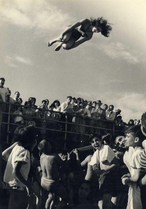 Girl toss, 1950's: Beaches Fun, Summer Beaches, Pierre Belzeaux, Beaches Photo, Beaches Blankets Bingo, Summer Fun, Vintage Photo, 1940, Coney Islands