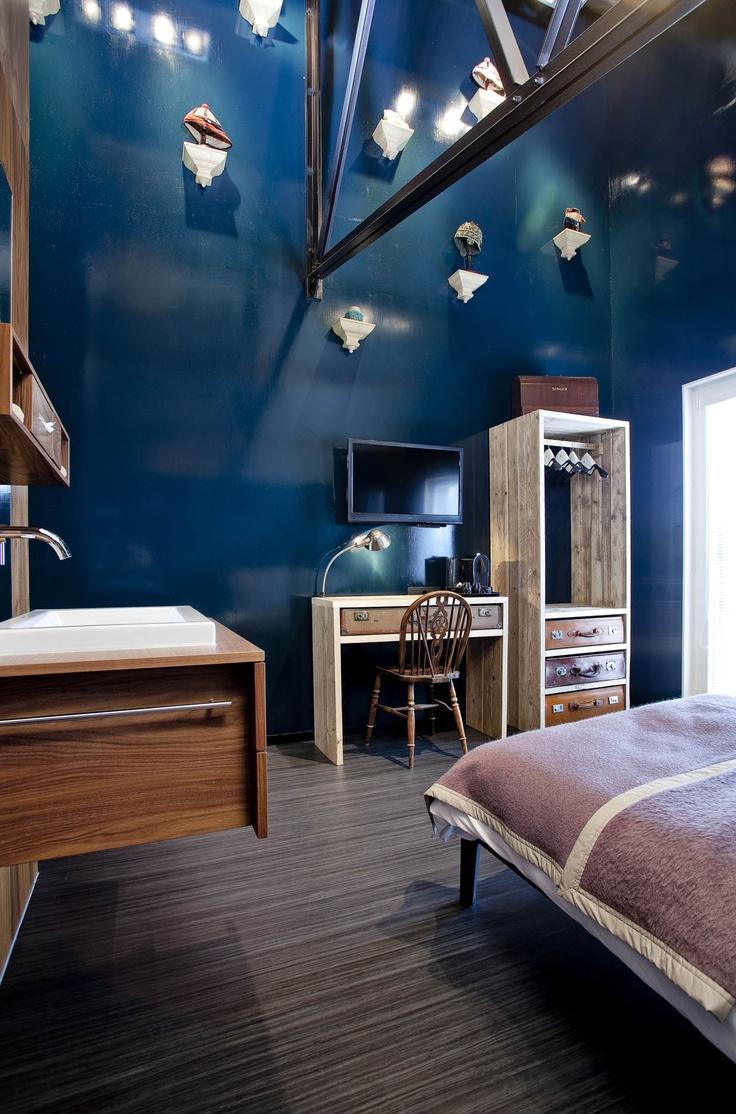 Hotel Modez Arnhem - NL The Unexpected Nature of Marmoleum; Piet Paris, art director; Nexit Architecten, Arnhem; Erik Poffers, photographer